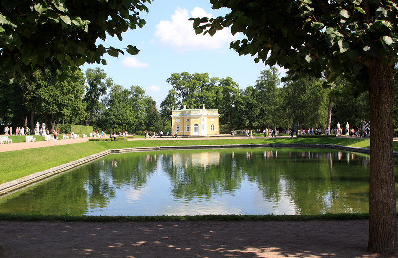 Catherine Palace Park - Small pond and building within Catherine Park.