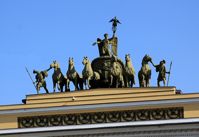 Close-up view of The Chariot of Victory (on the General Staff Building), a monument to the Napoleonic Wars.