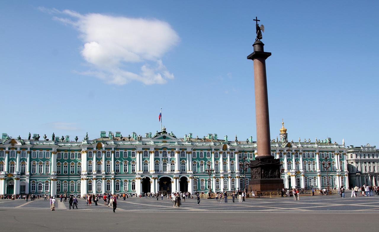 The Winter Palace and Alexander Column on Palace Square (Dvortsovaya Ploshchad).