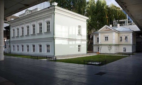 Lenin memorial museum, Ulyanovsk, Russia,1 September 2015 5.  Lenin was born in the house at right.  It was moved here when the museum was built.
