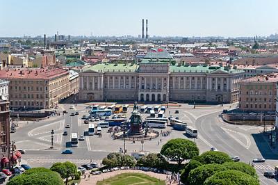 Вид на памятник Николаю I и Мариинский дворец.