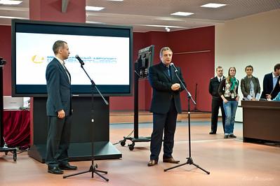 справа Михаил Василенко — генеральный директор ОАО «Международный аэропорт Шереметьево»