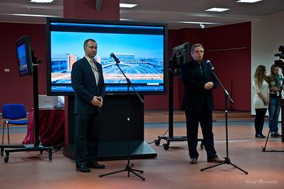 слева Генис Роман - начальник пресс-службы