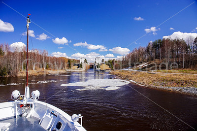 Approaching a lock  on the river with ice present