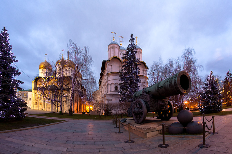 Tsar Canon in front of cathedrals inside the Kremlin, Moscow.