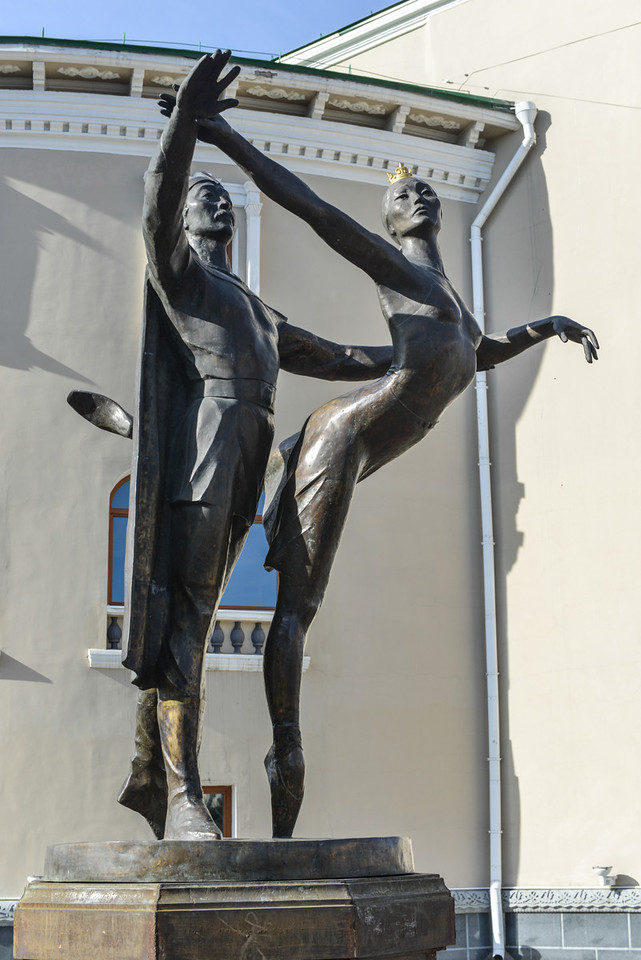 Sculptural monument to People's Artists of the USSR