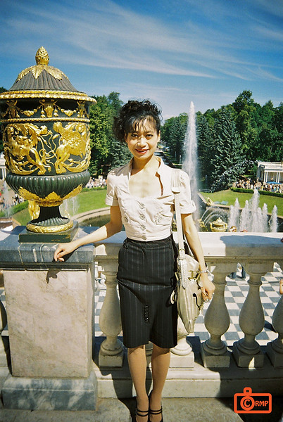 Peterhof - Rosa and fountain.<br /> F1000028