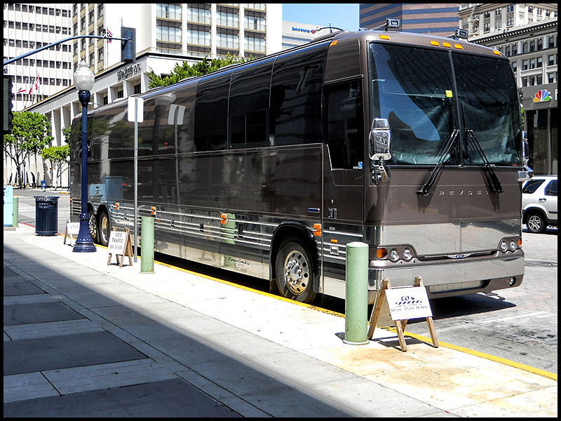 Norah Jones tour bus, San Diego, 4-24-10