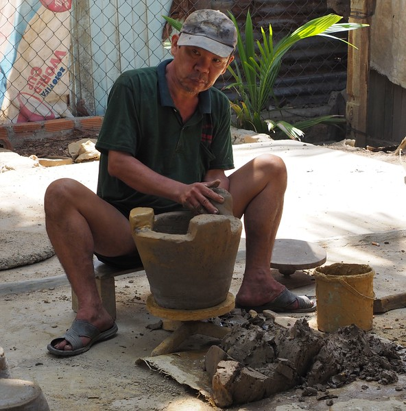 Clay fire pot maker, Nga Trang