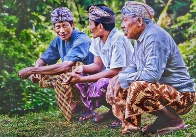 2012-01-23_Bali_KuripanTabanan_Cremation_3Squatters(Pair)-4356