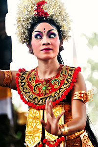 2012-01-21_Bali_BarongDancerFacing_3744