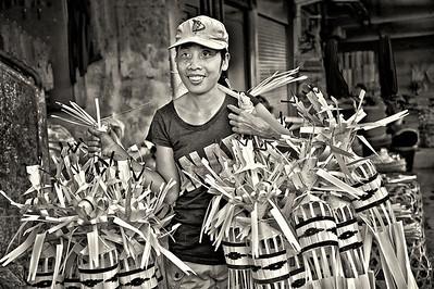 2012-01-17_Bali_DenpensarMkt_FestivalDecorVendor-2846-mono