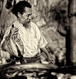 2012-01-17_Bali_DenpensarMkt_Fishmonger-2912-cropped-mono-blurred