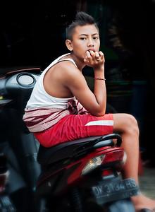 2012-01-21_Bali_BoyOnScooter_4158