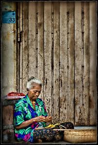 2012-01-17_Bali_DenpasarMkt_OldLadyCrafts-2955combo