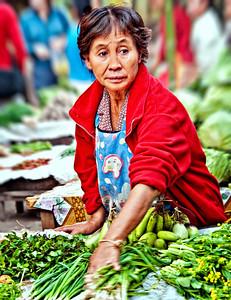 2010-12-26_Laos_MekongRiver_VegetableVendorWoman