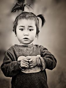20101227-HmongLittleGirl-Mono-8895