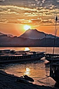 20101227-LuangPrabangRiversideSunset-9030