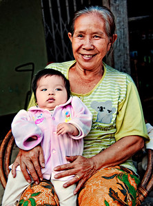 2010-12-26_Laos_MekongRiver_GrandmotherBaby