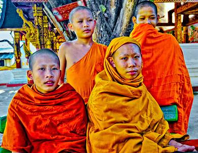 Laos_LuangPrabang_WatManorom_NoviceMonks-9648-cropped2