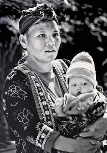 20101226-HmongMotherBabyMonoWOBottle-8626