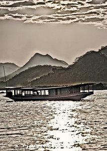 20101227-Mekong_Riverboat-almostMono-9000