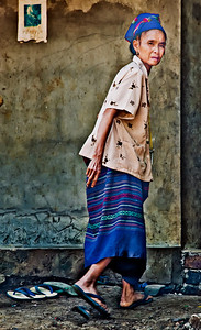 Laos_Hmong_Walking_Woman-0214