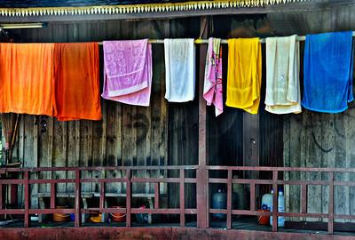 Laos_LuangPrabang_MonksTowels-9613