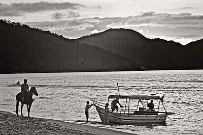 Horese Boat n Sunset-5165monoWeb800
