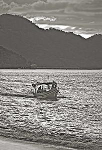 Boat n Sunset-5161monoWeb800
