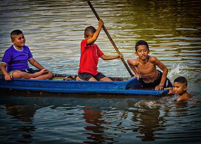 2014-01-01_Rangsit_Canal_Boys-3548