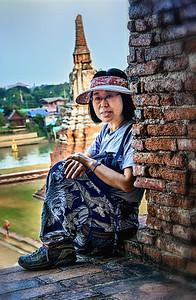 2013-12-27_Ayutthaya_Yeri_onTopOf_Stupa-2723_HDR-
