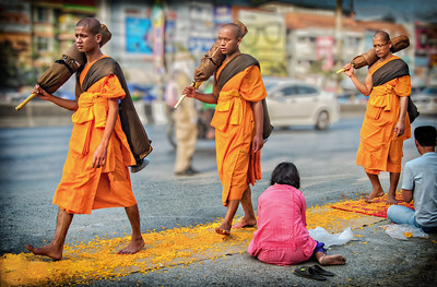 2014-01-02_MonksProcession_3Monks-3950