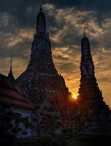 2013-12-23_Bangkok_WatArun_StupasSunset_HDR1557-d