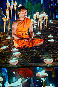Chiangmai_Monk_PR_meditating_reflection-1762
