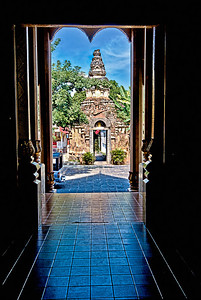 2011-01-05_Chiangmai_TempleEntranceGate-HDR-2