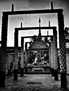 20101225-ChiangKhong_RefurbishTempleSunset-PhotomatixHDR-_DSC8329And8moreMono