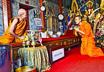 Chiangmai_PhraDoiSuthep_SrMonk_and_KarinMonk-1511
