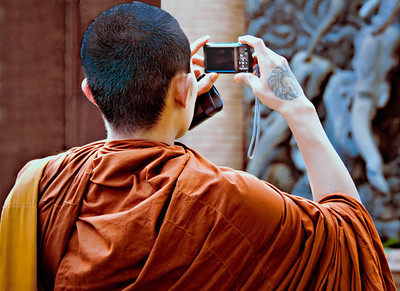 _DSC6863TatooedMonk_Taking_Photo