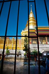 2012-12-26_Thailand_Lamphun_ChediThruWindowBars-3532