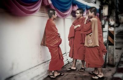 ChediLuangTeenAgeMonks2012-12-26_Thailand_Chiangmai-3200-mixed