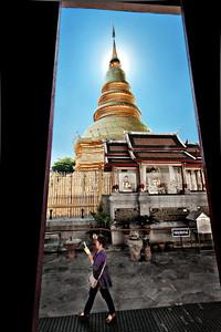 2012-12-26_Thailand_Lampun_Chedi_WalkingPrayer-3477-mixed2
