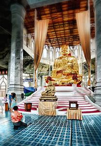 2013-01-02_Wat Luang Pau Toh_interior_AtcharaFartherJake_HDR-