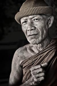 2012-12-26_Thailand_Lamphun_Monk_CloseUp-3426mixed