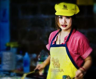 2012-12-21_Chiangmai_SinghaGirl_Frycook-2430