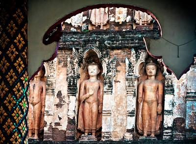 2012-12-26_Thailand_Lampuan_WatChamaThewi_ChediBuddhasUnderEve-3703