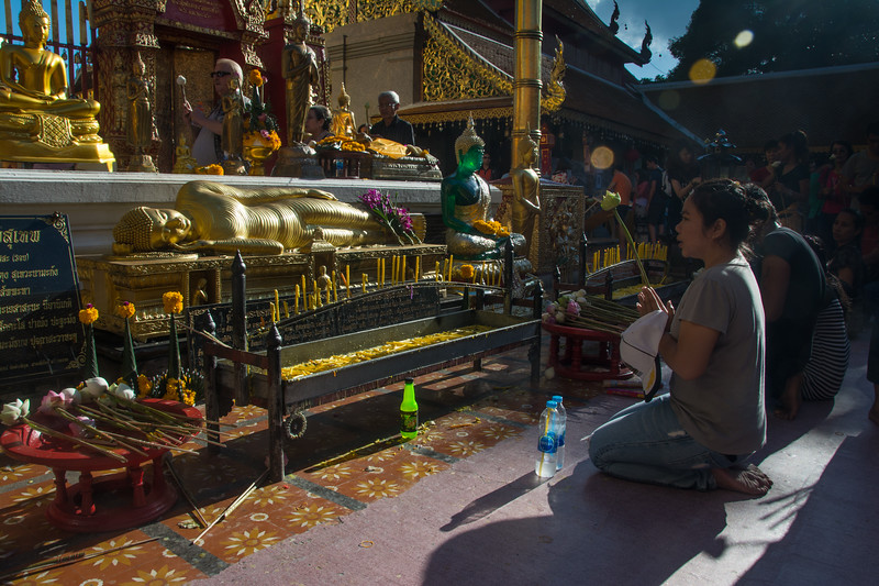 Worshipers presenting flower offerings and burning candles at the Buddhist Doi Suthep temple, Chiang Mai, Thailand, November 2014. [Doi Suthep 2014-11 003 ChiangMai-Thailand]