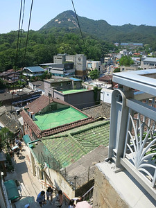 The stairway to Bukchon (bottom)