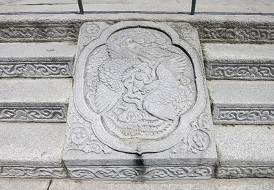 Seal in the stairs to Geunjeongjeon, the main throne hall