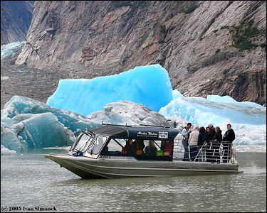 """FRESHLY BROKEN ICE"", jetboat Chutine Warrior (Alaska Waters,Inc.) in front of Shakes glacier, Alaska, USA.-----""CERSTVE ODLOMENY LED"", tryskovy clun Chutine Warrior (Alaska Waters,Inc.) pred ledovcem Shakes, Aljaska, USA."